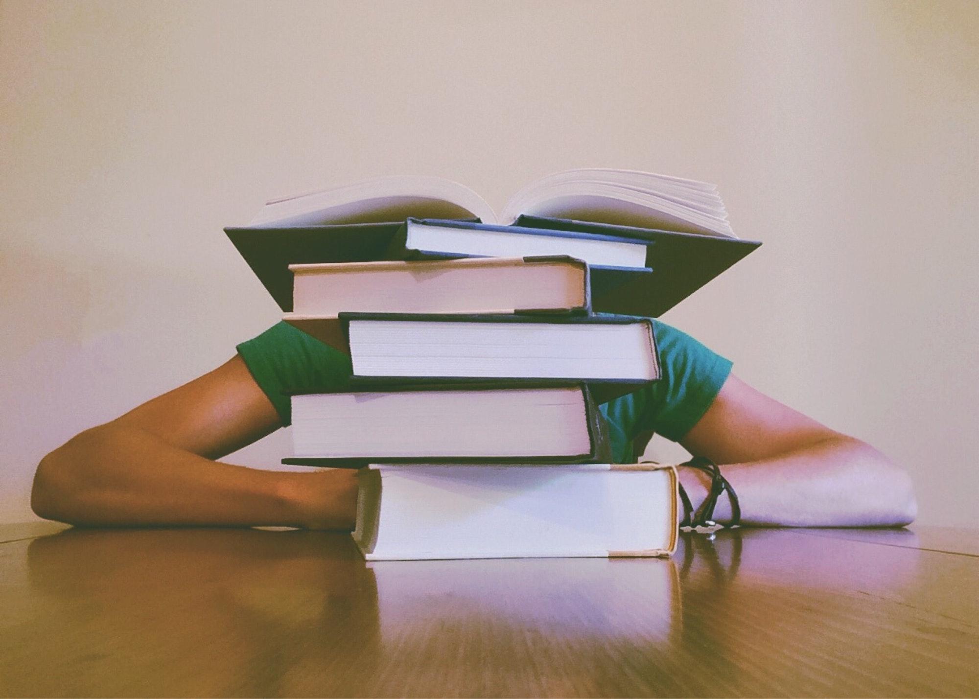 5-langkah-sederhana-hadapi-tugas-sekolah-yang-menumpuk.jpg