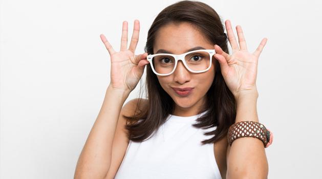clean-and-clear-tips-supaya-wajah-nggak-belang-karena-kacamata.png